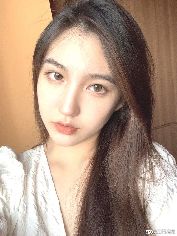她叫杨珮怡,南京艺术学院2020级新生,很有气质的女生