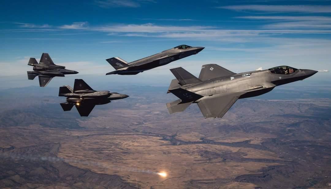 10月14日,美国卢克空军基地的美军与澳大利亚皇家空军的F-35A编队