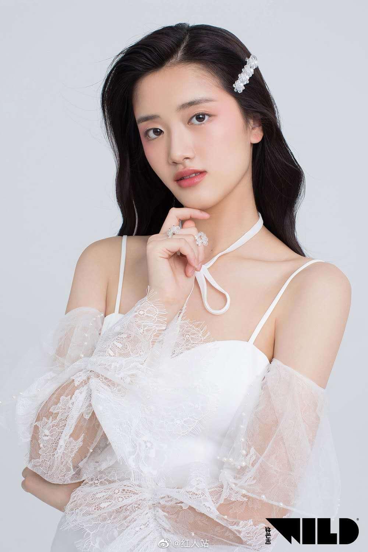 AKB48 TEAM SH成员胡馨尹首次与锋芒志合作拍摄时尚大片
