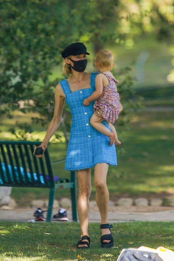 当地时间6月23日,黛安·克鲁格(Diane Kruger)身穿ZARA连衣裙
