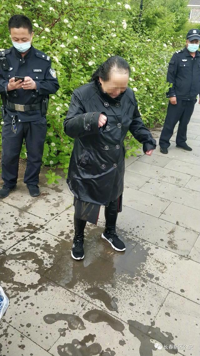 点赞!长春新区公安分局民警奋勇跳水营救轻生女子