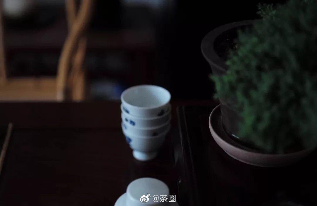 天气一冷,煮一壶普洱茶
