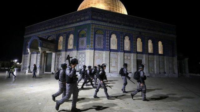 以色列警察与巴勒斯坦人发生冲突,超200人受伤