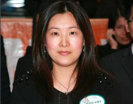 奥运冠军伏明霞,现儿42岁女双全十分幸福,熊倪一句话曾激励了她