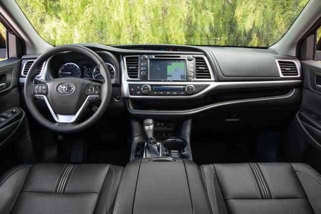 30万的7座SUV,选大众途昂还是丰田汉兰达?