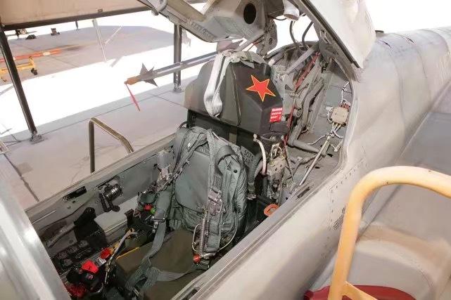 近日台军一架F-5E战斗机在训练中坠入台东外海