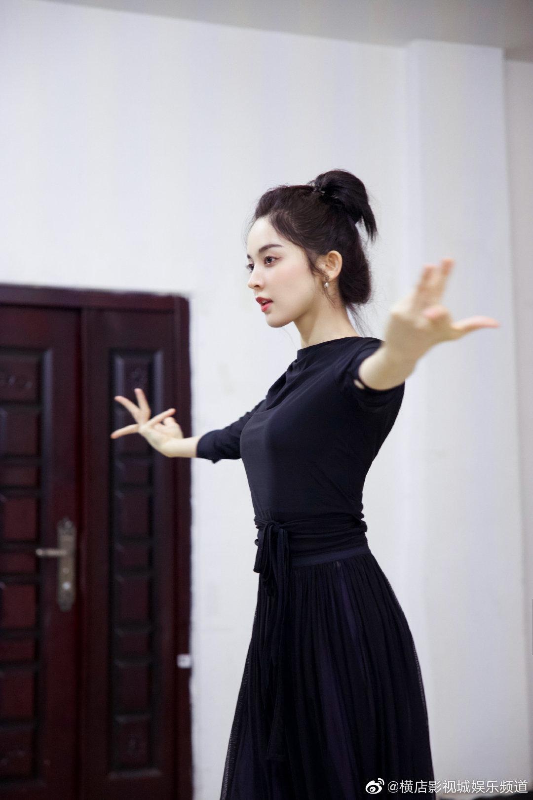 电视剧《大唐明月》正在 热拍,@我是娜扎 为新剧练习舞蹈