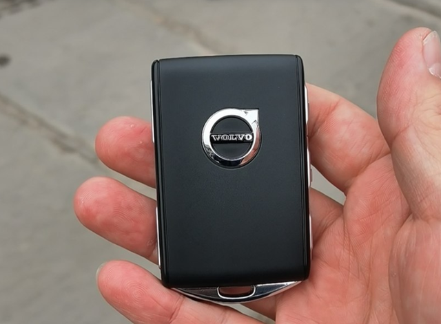 37万买新款沃尔沃S90,现金提现车,仓库看车后他却不想要车