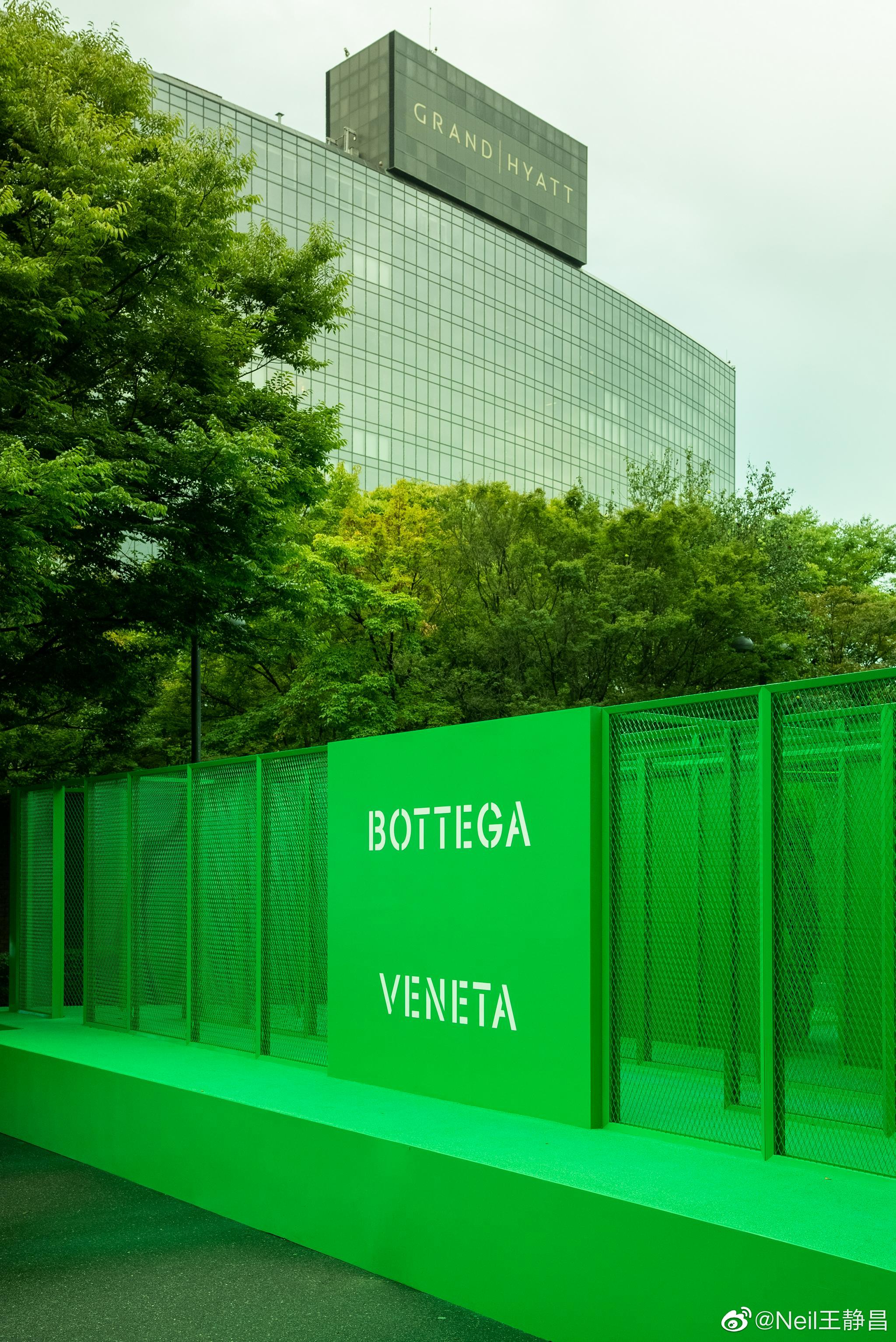 Bottega Veneta在韩国首尔限时搞了个概念装置—'The Maze'……