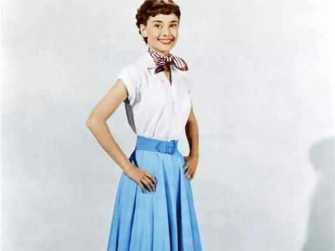 A字裙不能遮肉,百褶裙不够优雅,不如来一条:伞裙?显瘦又高级