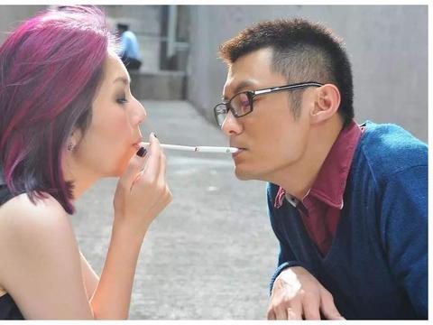 """""""女版歌神""""杨千嬅,患子宫肌瘤冒险诞子,却被老公要求""""整容"""""""