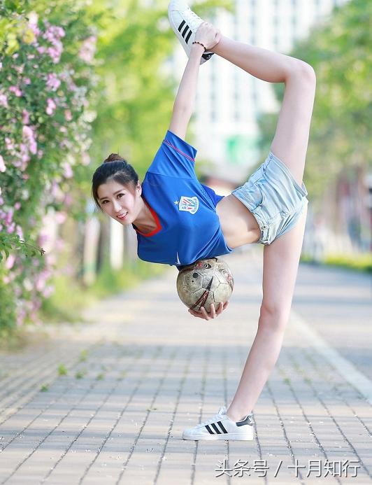 拉伸,可以提高肌肉弹性,还能让身姿更挺拔,更能让柔韧性爆表