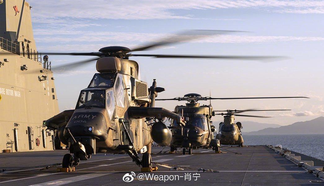"""澳大利亚海军""""阿德莱德""""号两栖登陆舰与澳大利亚陆军CH-47运输直升"""