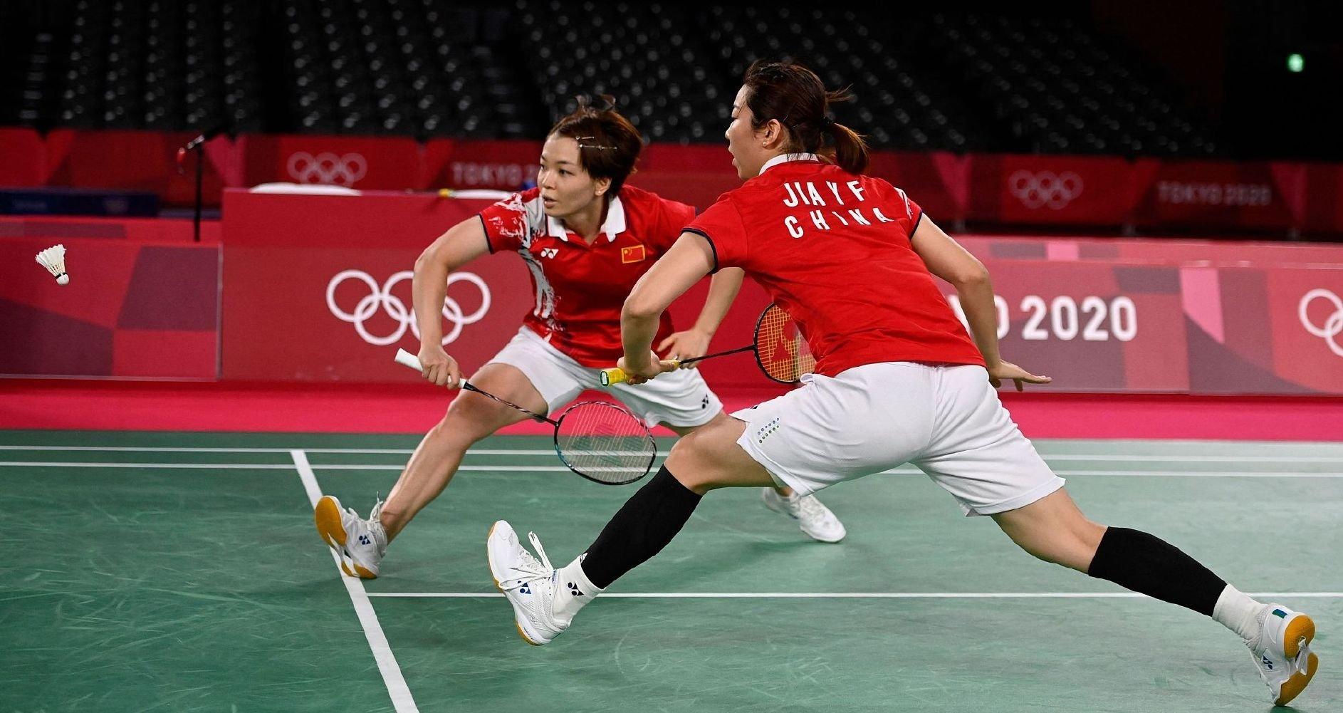 祝贺陈清晨贾一凡摘银! 两位姐姐的运动精神值得我们敬佩!