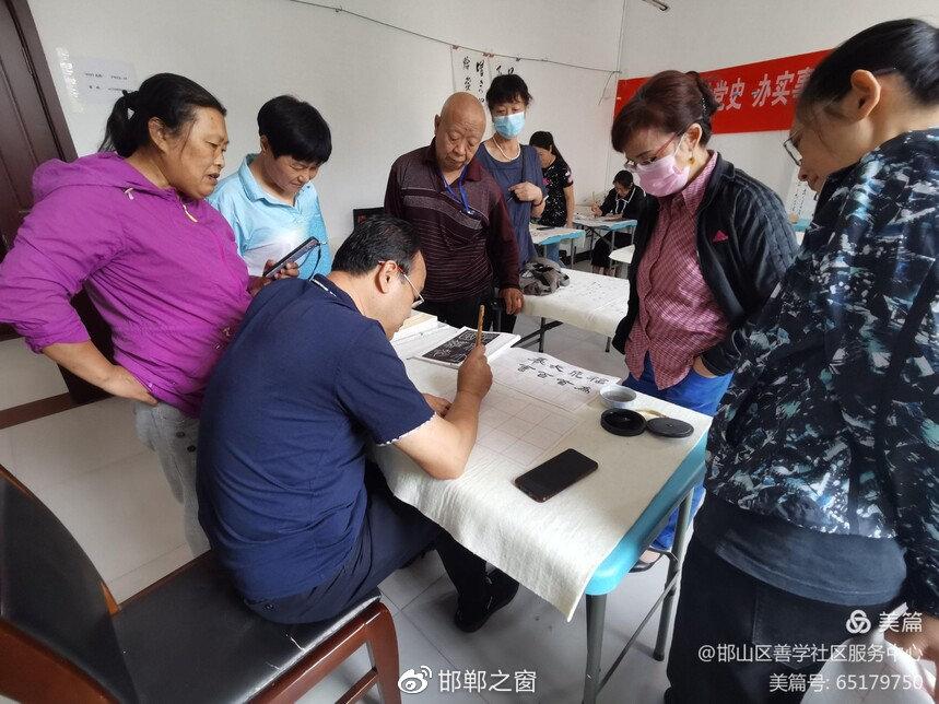 邯山区浴新南街道社工站老年大学项目蓬勃开展