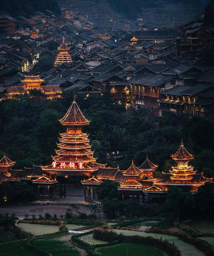 贵州省东南部的肇兴侗寨是全世界最大且最古老的侗寨