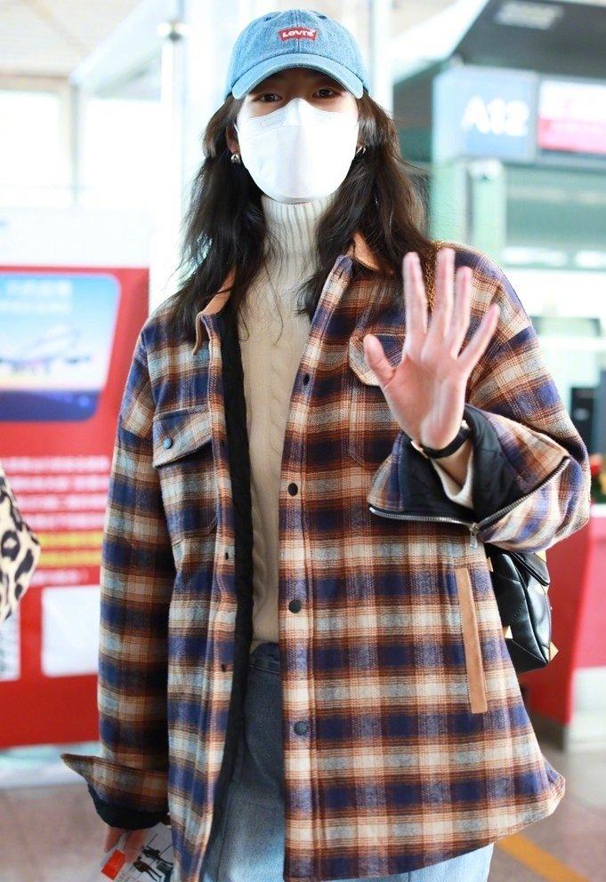 11月23日, 身穿The last redemption 格纹外套和ERDOS 羊绒衫