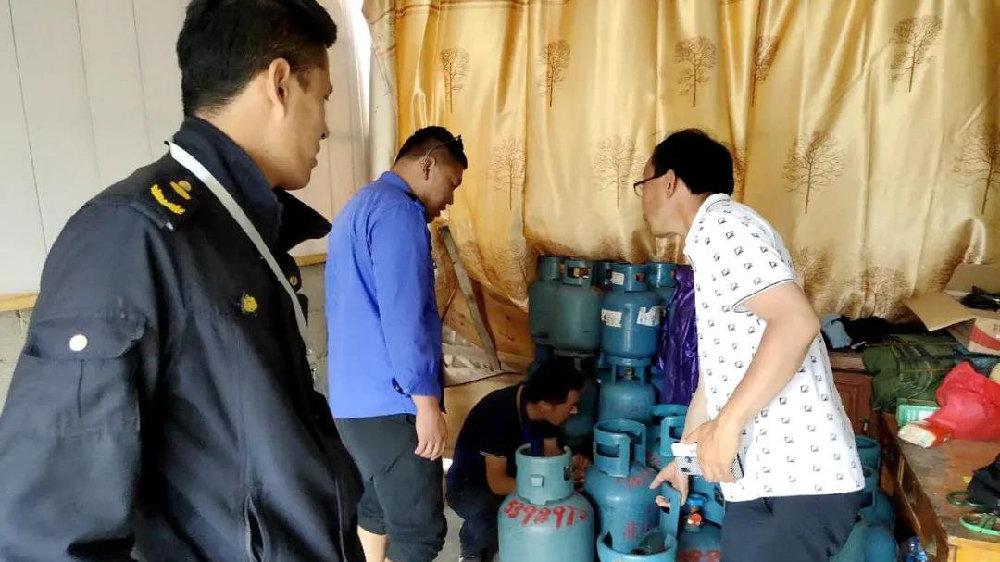 液化石油气黑窝点专项整治 玉龙县查获非法液化石油气钢瓶117只