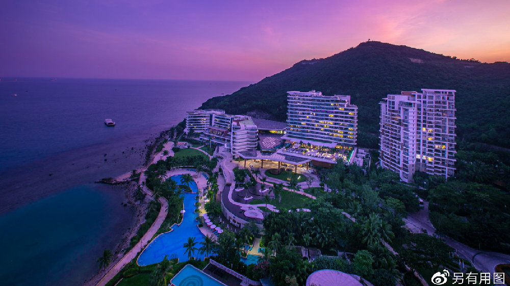 三亚的这家酒店,拥有距离大海最近的客房,还有颜值超高的美厨娘