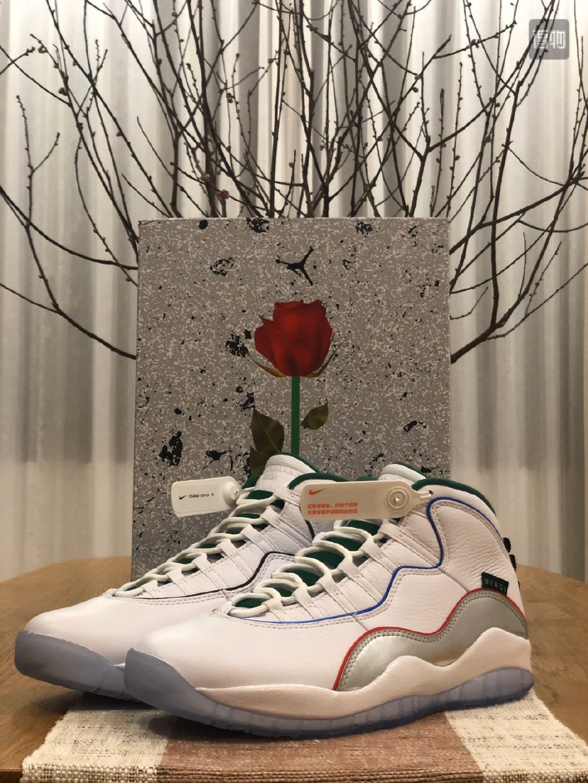 如果要评选最好看的鞋盒这双 Air Jordan 10 Retro Wings 肯定可以入