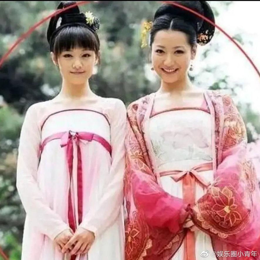 郑爽的丫鬟造型还挺美的,谁看过郑爽和白冰合作的《凰图腾》?