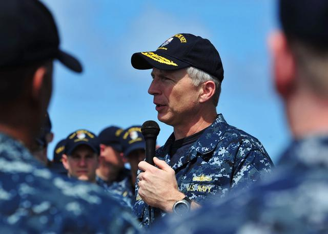 美军9万吨巨舰服役,能搭载F-35B战机,美军高官宣称:用来应对中国威胁
