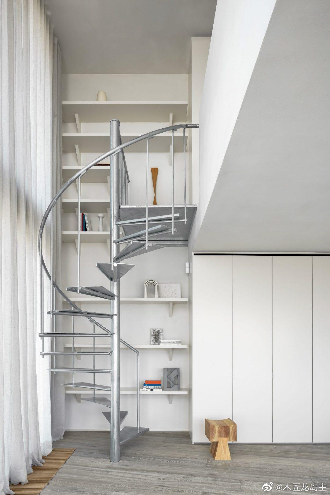 比利时海岸的公寓平衡了自然和工业材料 这座比利时公寓由当地建筑师