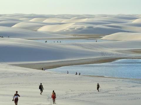 """全球最""""不正经""""沙漠、年降水量是撒哈拉的百倍,游客在这里游泳"""