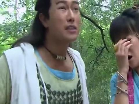 女子被困在竹林,不料竟是巫女,拿出法杖,怪事发生了