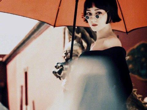 《瑞丽服饰与美容》10月刊封面,这表现力如何?