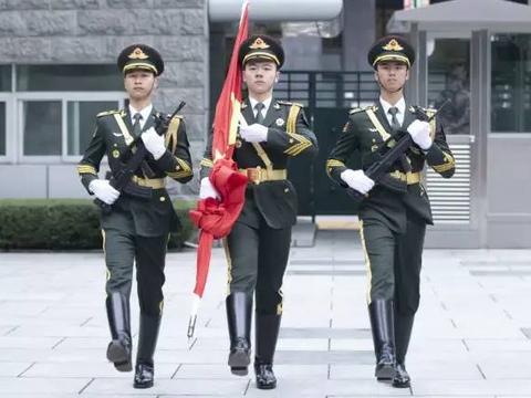 驻澳门部队组织升国旗仪式庆祝澳门回归祖国21周年