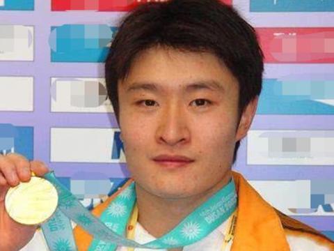 跟郭晶晶传绯闻,4次荣获世界冠军的跳水王子,因车祸而离世!