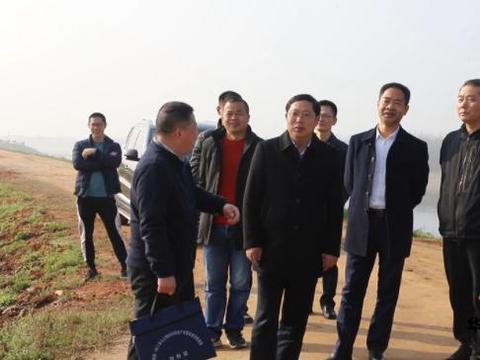 陶伟军前往华容县藕池河堤段开展巡河工作