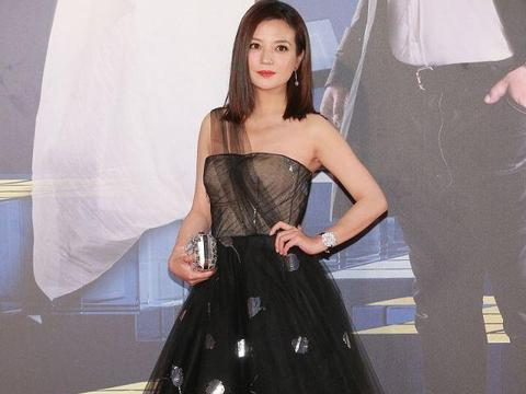 有一种减龄叫赵薇穿公主裙,气质清新又甜美,还是当年那个小燕子