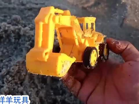 15辆玩具车怎么埋在沙子里?能挖出消防车和挖掘机吗?益智游戏