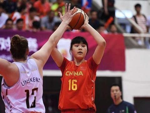 """中国女篮又一""""奥尼尔"""",直接碾压韩国球员,20岁比周琦还重"""