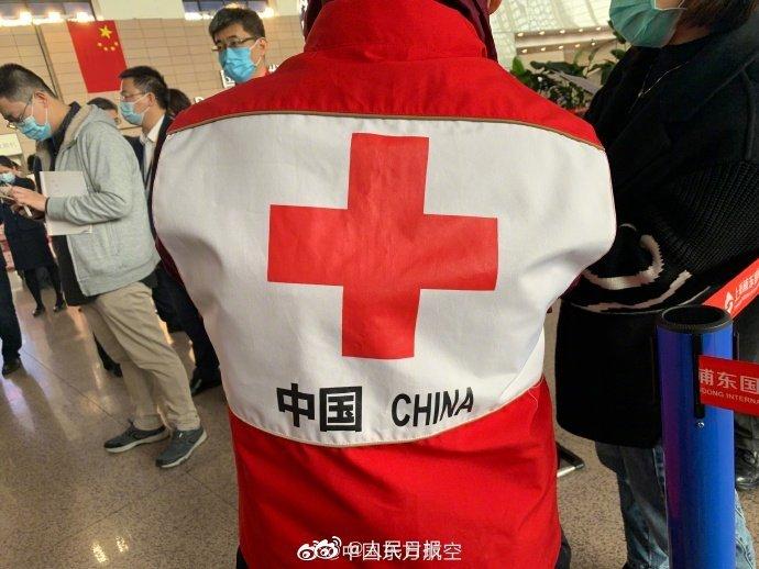 东航派出一架全新A350飞机专程护送中国红十字会赴意大利抗疫专家组9