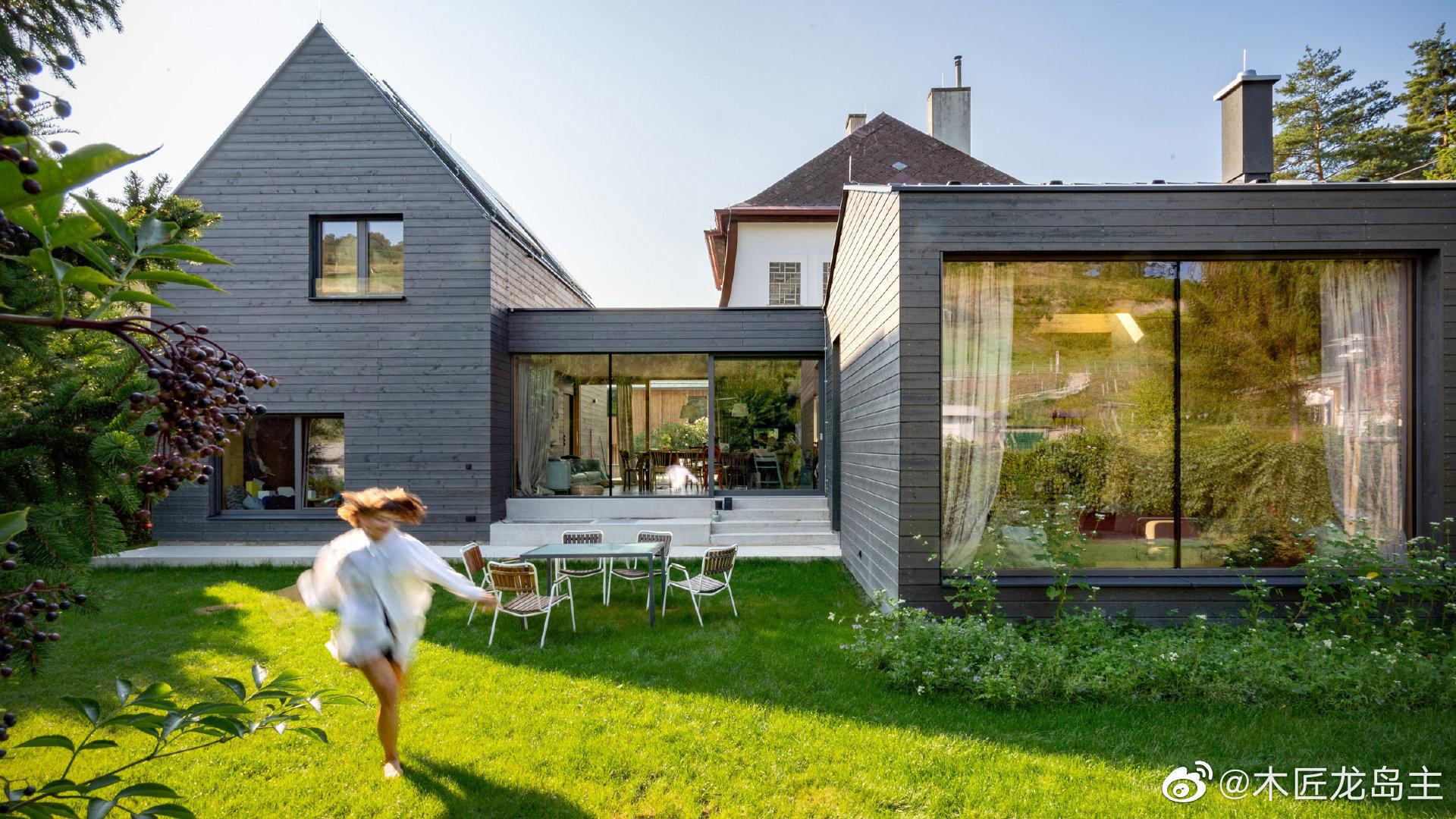 建筑工作室Smartvoll保留了奥地利克洛斯特新堡的一栋旧小屋