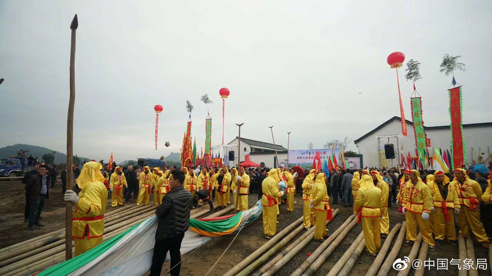 磐安县玉山地区老百姓每年农历十月十六日都要自发地举行隆重地迎大旗