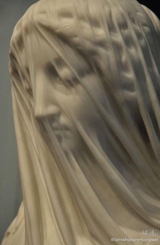 雕塑中的薄纱