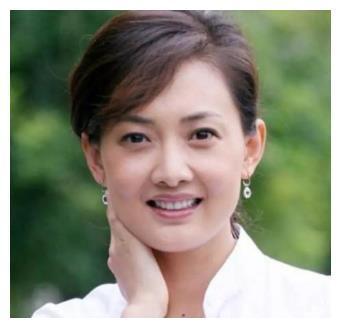她曾11次登上春晚舞台,被称为冯巩御用媳妇,如今47岁美成少女!