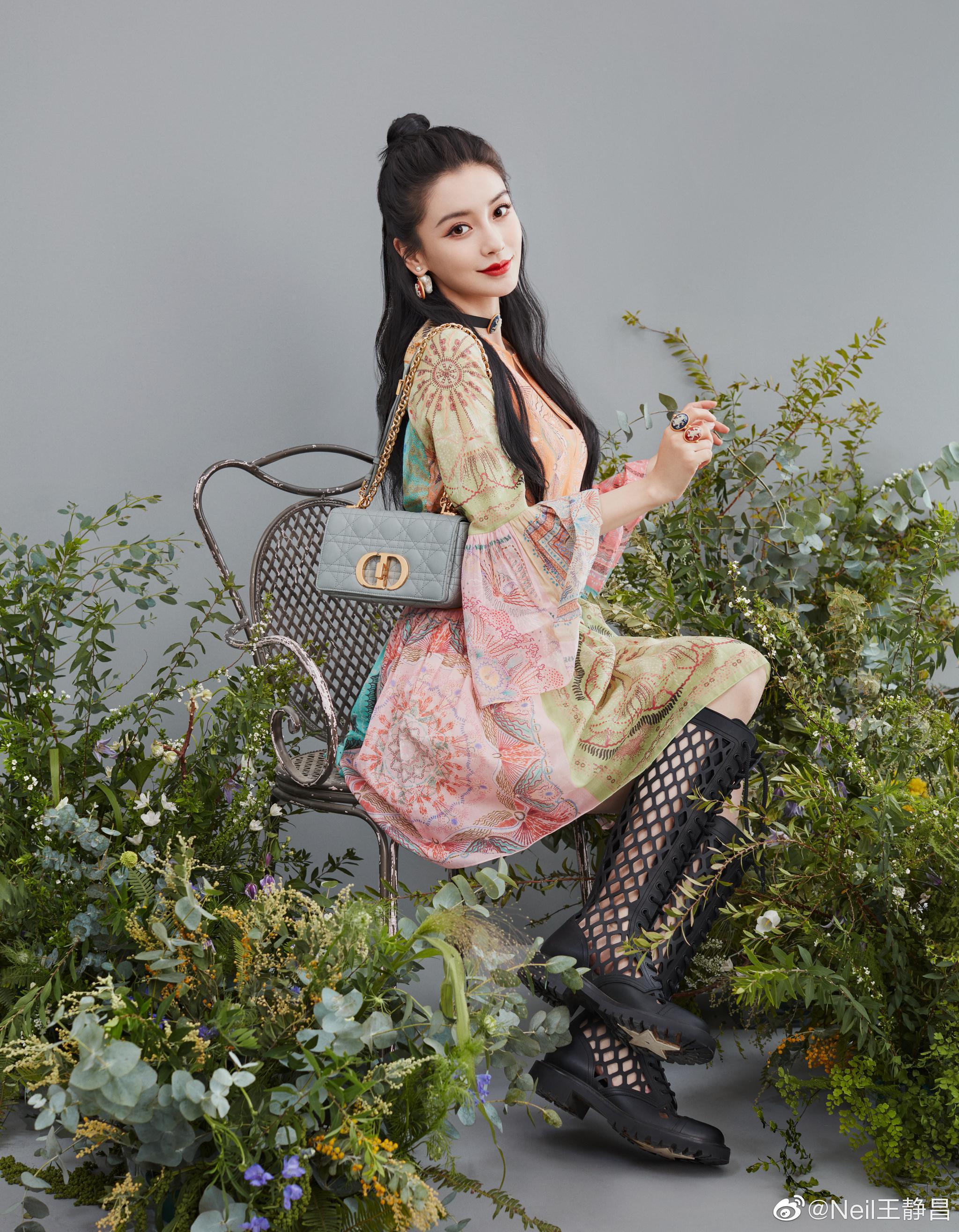 DIOR 的一个手袋系列找来一帮女星拍宣传照……