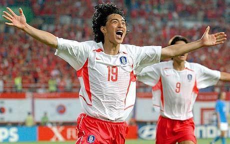 脚踢马尔蒂尼!托蒂染红离场!世界杯头号争议:韩国加时绝杀