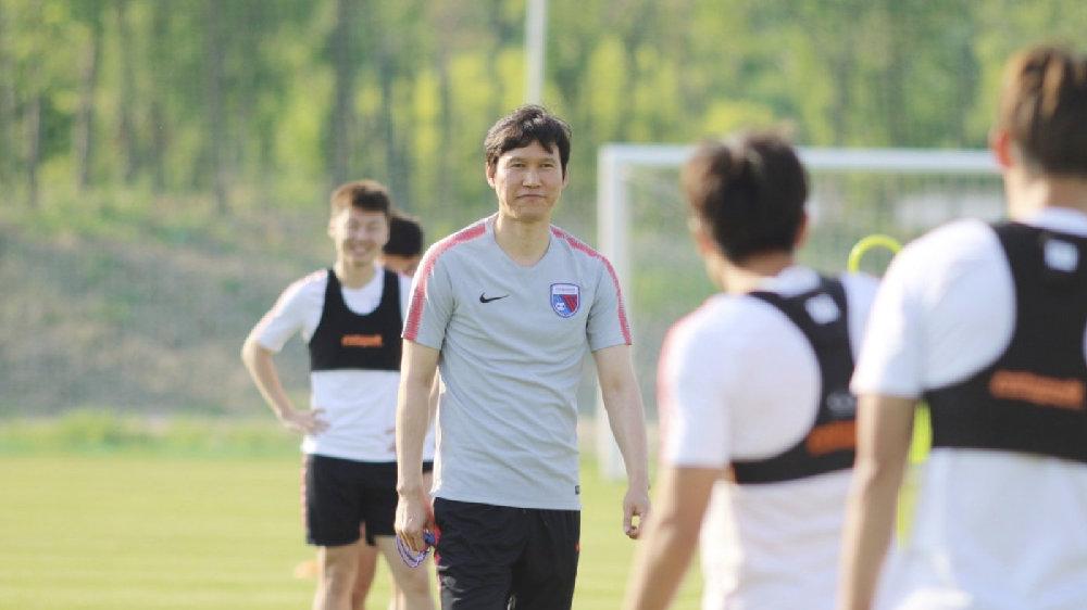 朴忠均:看到中国球员合同,我非常震惊
