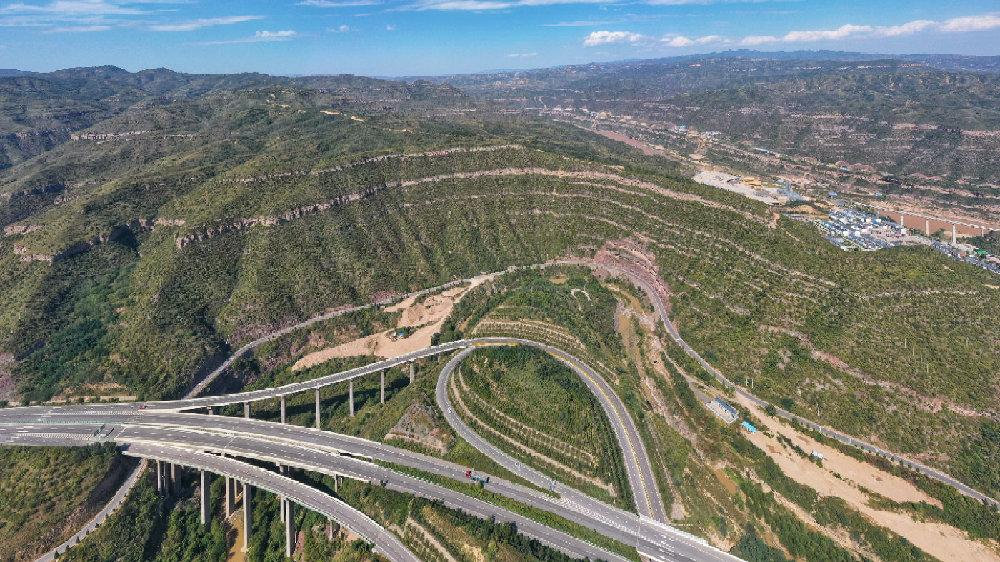 壶口镇椿树峁晋陕峡谷绿化工程 打造黄土高原上的绿色明珠