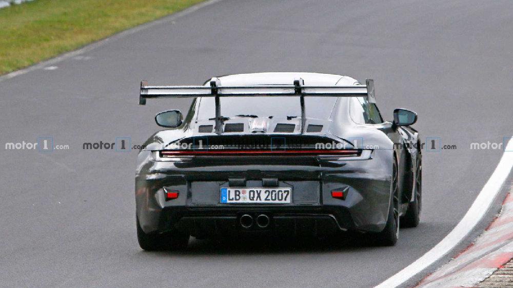 曝新款保时捷911 GT3 RS谍照,加装有史以来最疯狂尾翼