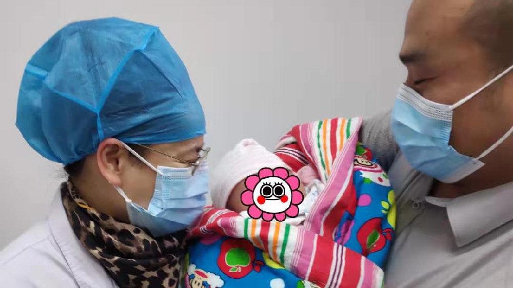 女子抗击子宫内膜癌4年成功产女  携三月宝宝登门谢医生