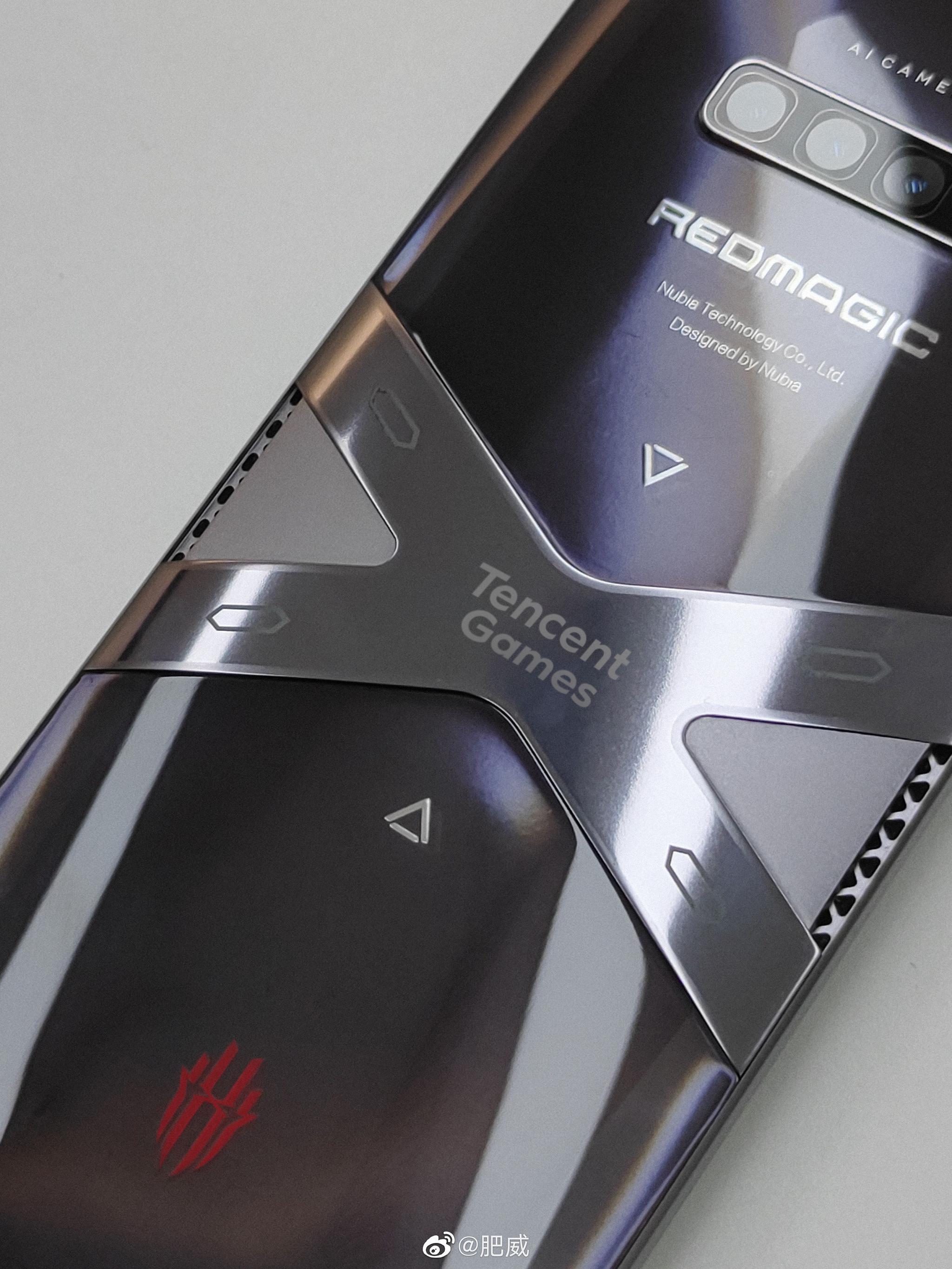 红魔 6 游戏手机真机曝光:腾讯游戏 logo 瞩目