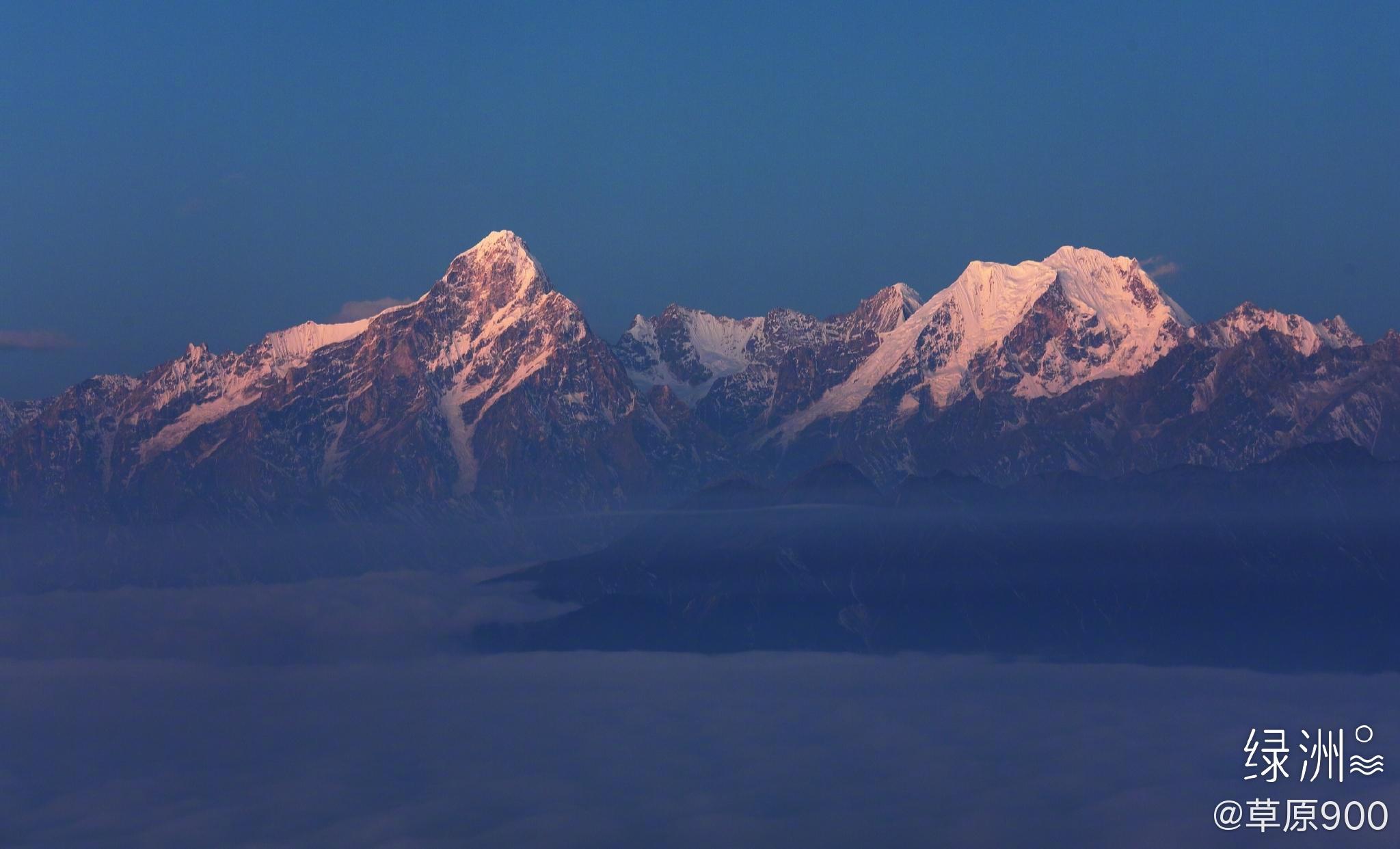 牛背山 牛背山是野牛山山脉一部分,位于四川省雅安市荥经县境内