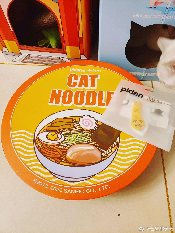 谢谢@pidan 让我终于欧了一回~拉面碗和懒蛋蛋领结都好可爱呀